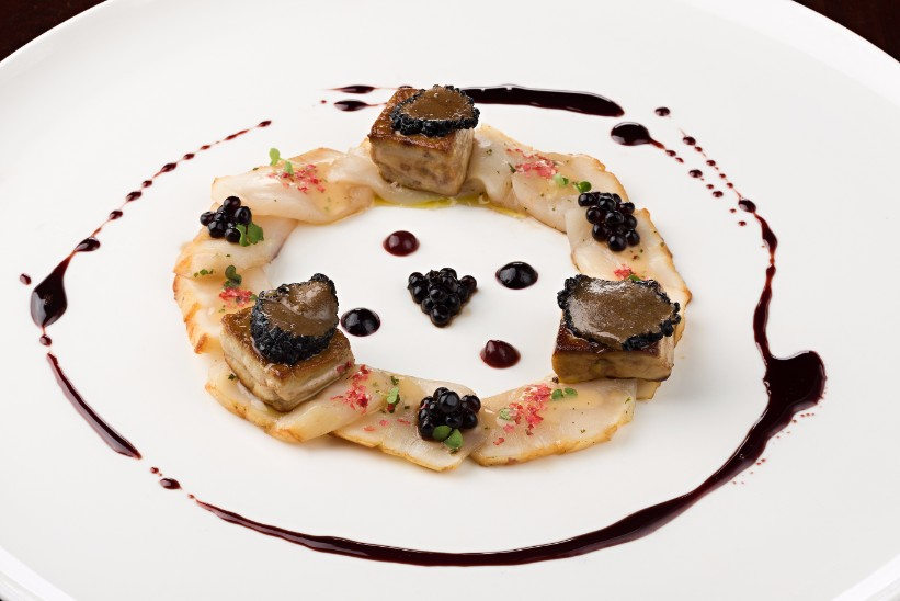Pan-seared-giant-Hokkaido-scallops-foie-gras-black-truffle-Lenzi-Tuscan-Kitchen