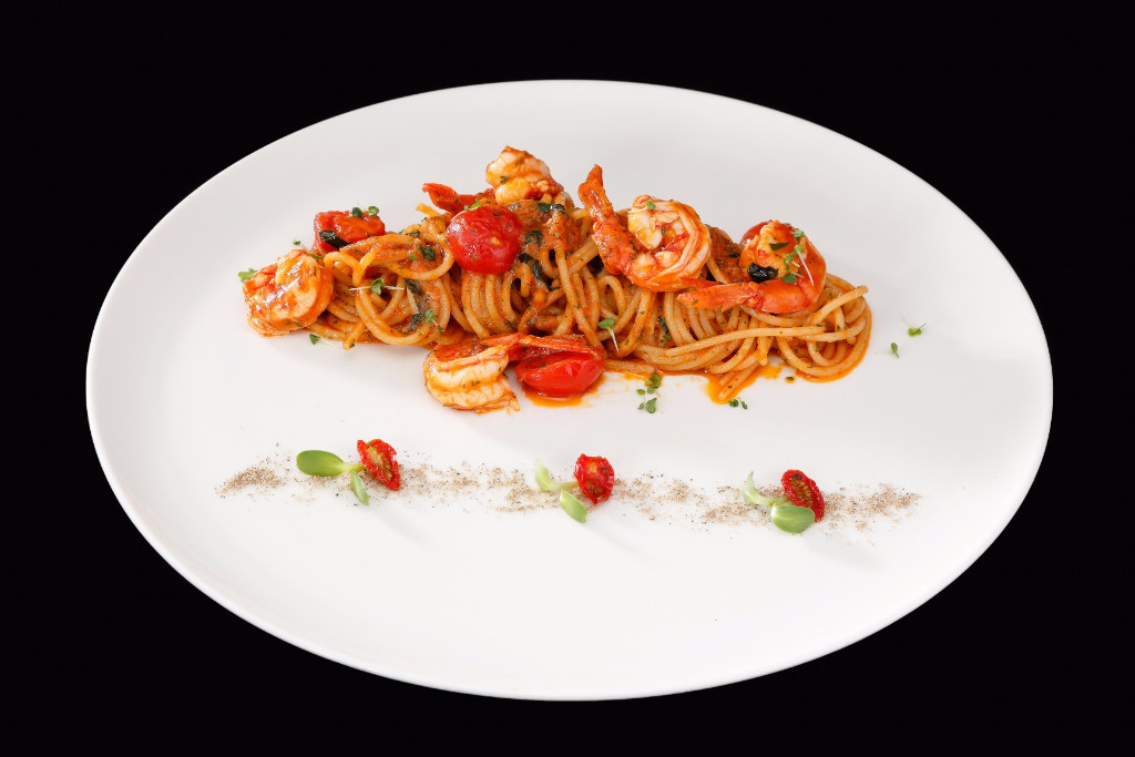 Spaghetti-red-prawns-Lenzi-Tuscan-Kitchen